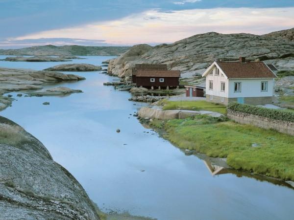 Дом или дача у реки