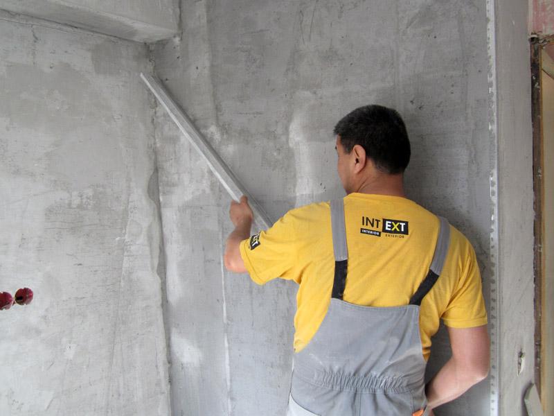 Технология нанесения штукатурки на стены.