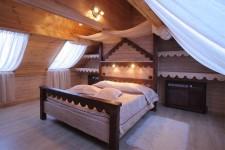 Как с помощью аксессуаров разнообразить модный интерьер спальни