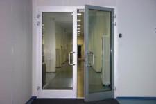 Алюминиевые двери – это практично, красиво, престижно