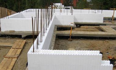 Технологии строительства дома с помощью несъемной опалубки