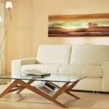 Стеклянный стол – прекрасное дополнение к интерьеру