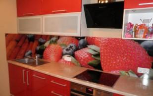 Стеклянные кухонные фартуки