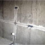 Как проложить провод по стене