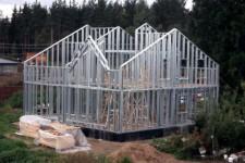 Самостоятельно построить кирпичный дом.