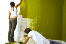 Как правильно наносить краску на стены