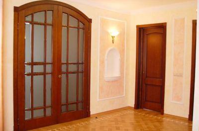 Как сэкономить время на установке дверей в квартире?