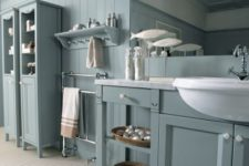 Разумный подход к размещению аксессуаров в ванной