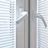 Различие между виниловыми и стеклопластиковыми окнами