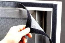 Важные детали при выборе мансардного окна и москитной сетки