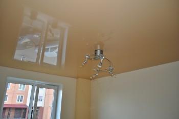 Плёночный натяжной потолок в кухне