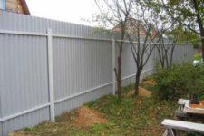 Современный забор из профнастила: надежный и красивый