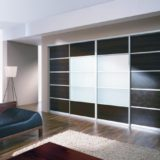 Встроенные шкафы-купе — экономичность и стиль