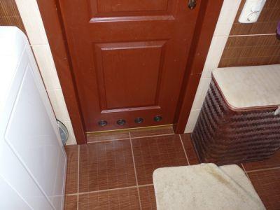 Вентиляция ванной комнаты через дверь