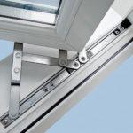 Фурнитура пластикового окна, ее роль и функции