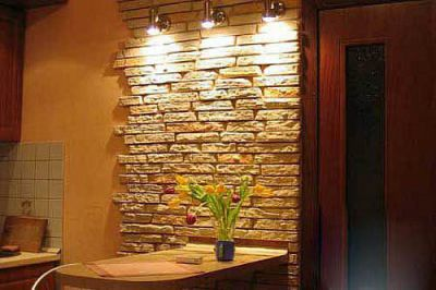 Как отделать стену декоративным облицовочным камнем?