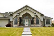 Многие задаются вопросом: как оформить фасад своего дома?