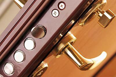 Что учитывается при выборе фурнитуры для двери?