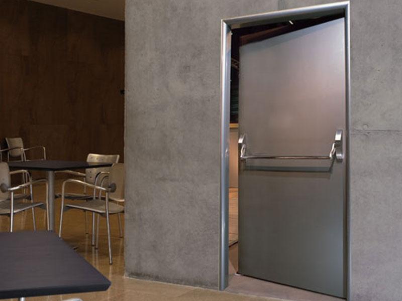 Почему противопожарные двери и двери для чистых помещений должны стоять в каждом медицинском центре.