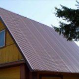 О том, как покрыть крышу дома профнастилом