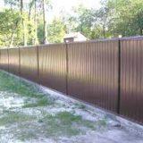 Строим забор из профнастила сами