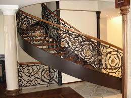 Винтовые лестницы с кованым ограждением