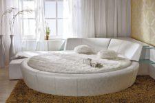 Использование круглой кровати в интерьере спальни