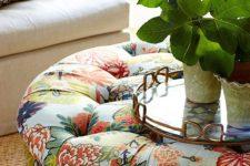 Маленькие, красивые помощники: напольные подушки, пуфы и банкетки