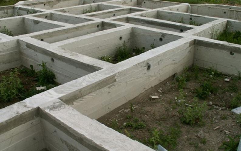 Фундамент для дачного домика: особенности конструкции