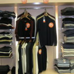 Базовые правила выбора специализированной мебели для магазинов одежды