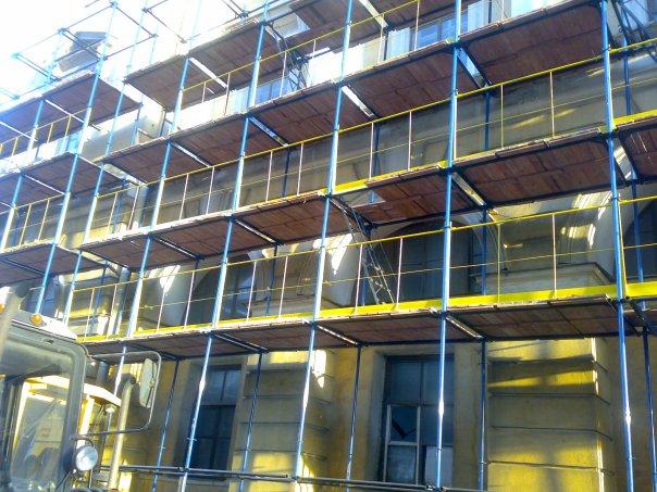 Зачем нужна фасадная сетка для строительных лесов?