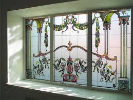 Витражи на окнах и стеклах – стильный акцент в интерьере любого помещения от мастеров Revolli