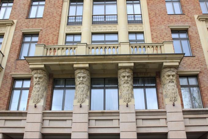 Элементы декора для фасадов зданий на портале archi-dom.ru. Архикамень.