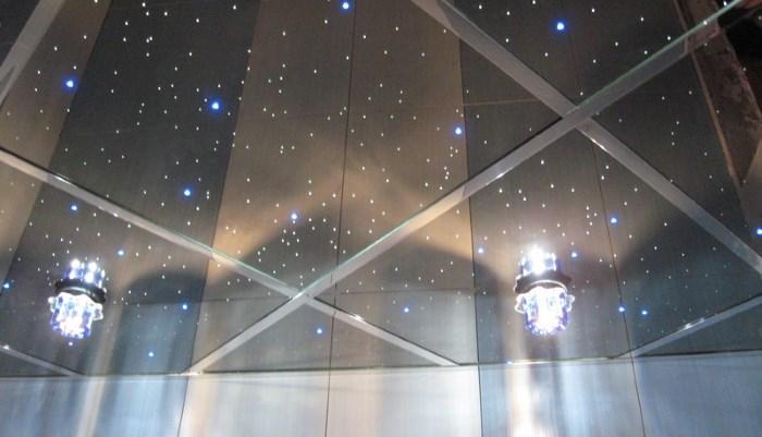Особенности монтажа зеркального натяжного потолка