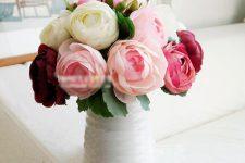 Искусственные цветы в декоре: снова в моде