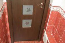 Установка дверей в ванную и туалет