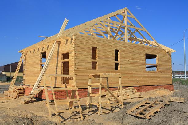 Особенности строительства домов из бруса разных видов