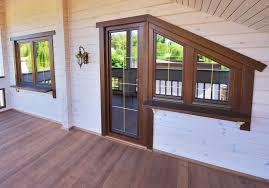 Топ-5 советов по уходу за деревянными окнами в квартире