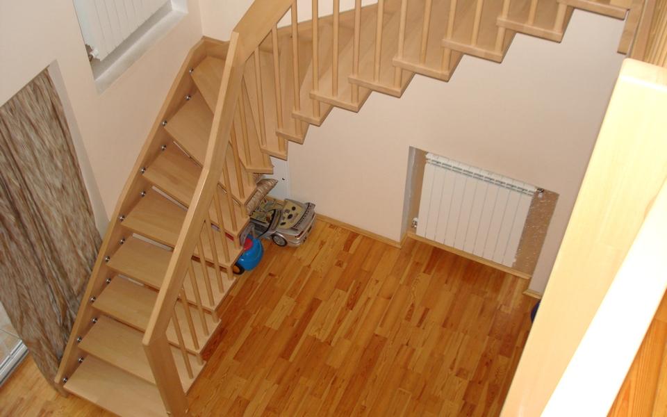 Как правильно смонтировать лестницу