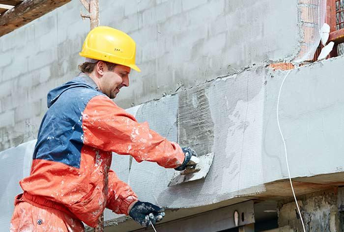 Процесс ремонта фасадов зданий