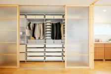Шкафы и стеллажи для складирования вещей