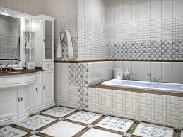 Покрываем пол в ванной керамической плиткой