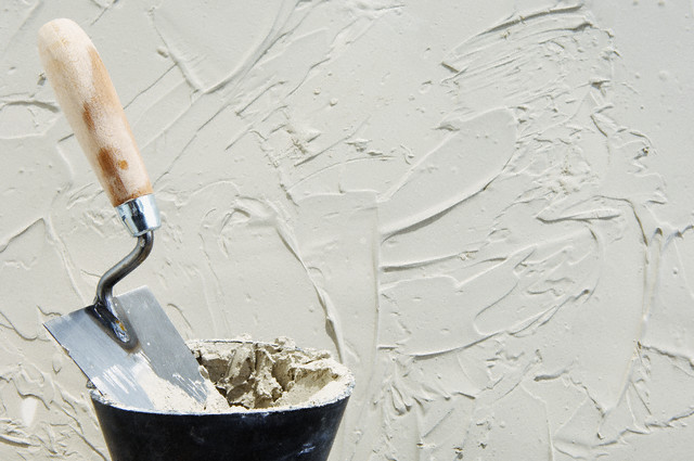 Как провести оштукатуривание стен своими руками