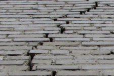 Трещины в стенах деревянных домов