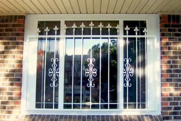 Безопасность и красота: выбираем решетки на окна