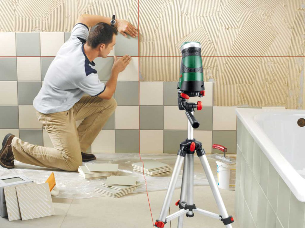 Кладка керамической плитки на стену