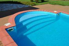 Бассейн из полипропилена на даче или в доме: плюсы и минусы