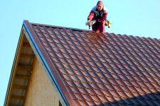 Установка и монтаж конька крыши