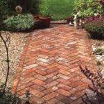 Садовая дорожка из каменных плит