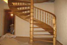 Винтовая лестница – с металлической центральной опорой